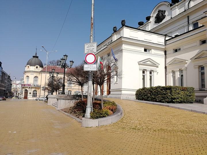 Руският бизнес се оттегля от България. Скоро улицата ще се взриви от гладни.