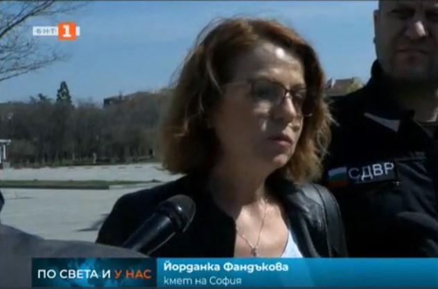 Фандъкова ще връща синята зона в София след Великден. Спира и текущи ремонти на улици.