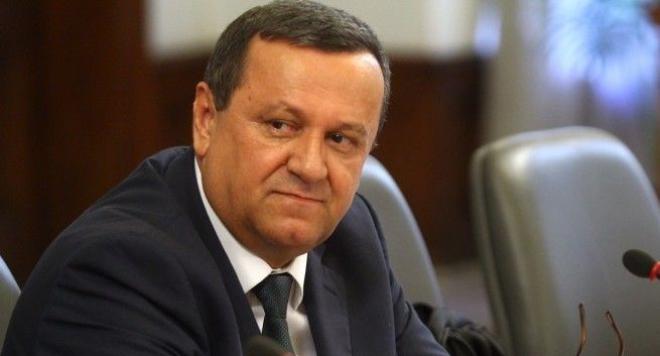 Депутатът Хасан Адемов е дал положителна проба за коронавирус. Тестват всички депутати