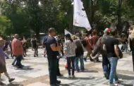 Протест срещу правителството: Напрежение и арести!
