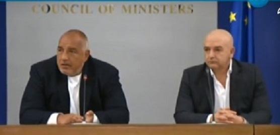 Махането на униформата от Мутафчийски е като разголване от Борисов.