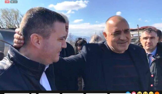 Министърът на финансите Владислав Горанов се вози в джипа на Бойко Борисов, докато бойкотира 9 процента ДДС за хотели и ресторанти!