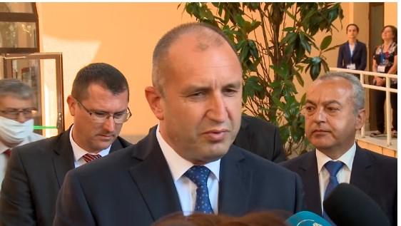 """Премиерът Борисов: Румен Радев се прави на """"девица"""""""