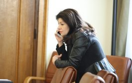 Севделина Арнаудова се връща на стария си пост, като шеф на пиара на ГЕРБ. Напусна МС.