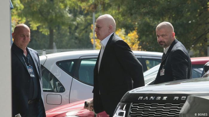 Отрочето на Борисов Слави Трифонов вече безуспешно се маскира като независим