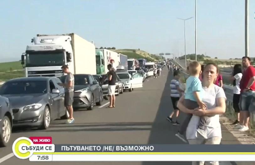 Страшна навалица на границата с Гърция! 12 км опашки