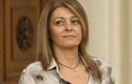 Къде се скри Десислава Радева и защо?! Този въпрос си задават нейни фенове след излезлите слухове, че се е скарала с президента Радев.