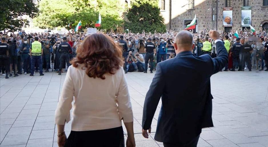 """Президентът Румен Радев: """"Битката е за достойнството ни, за децата ни"""""""