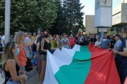 """Във Варна скандират: """"Оставка и затвор""""!"""