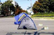 Драми на Орлов мост. Пияни искат да спят и те в палатка. Полицията се е намесила.