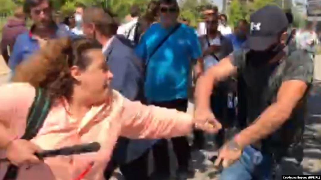 """Нивото на националната конференция на ГЕРБ в """"Технопарк"""" бе: """"Ела тука бе, боклук"""" към Полина Паунова от Свободна Европа!"""