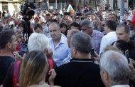 """Димитър Недков: Млади хора, които са редовни участници в протестите, да вземат да прочетат """"451 градуса по Фаренхайт""""."""