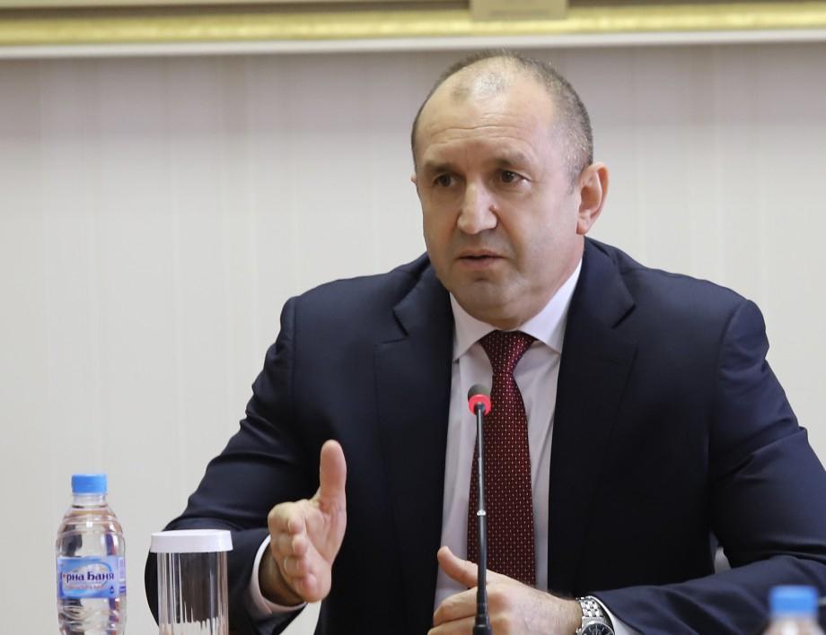 Президентът Румен Радев предупреди за престъплението на Борисов с бюджета, докато ни разсейва с визитата на президента в Естония.