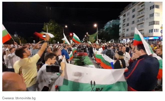 Опит за барикада на Орлов мост на 57-мия ден от протестите!