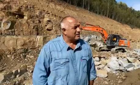 """Защо премиерът Борисов стои по пънчета в гората? Партизанин ли стана заради """"народната любов""""?!"""