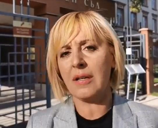 Мая Манолова обвини управляващите за спуснат чадър над Ангел Джамбазки.