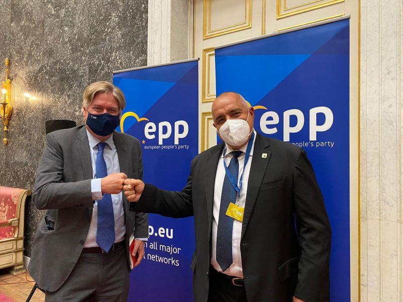 Генералният секретар на ЕНП Антонио Лопес нагло заяви: Борисов и ГЕРБ се ползват с обществено доверие в България.
