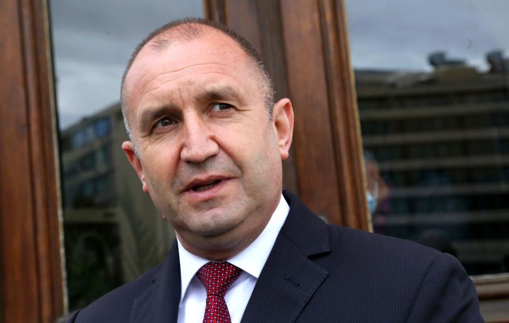 Мълвата гласи, че Румен Радев захвърля президентския пост и повежда народа срещу статуквото
