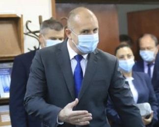 Президентът Радев е прав, посочвайки опасностите от гласувания бюджет, но пропуска как ни отклоняват вниманието