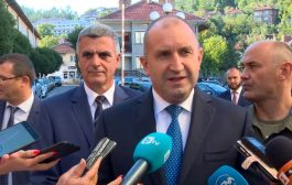 Президентът Радев на брифинг пред медиите: Управляващите би трябвало да работят така, че да се пълнят чекмеджетата на гражданите, а не да ги изсмукват