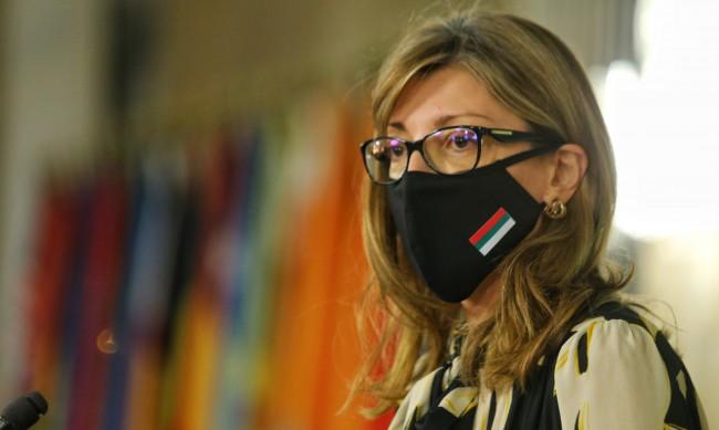 Уволения в Скопие заради Екатерина Захариева. Заев се опитва да се подмаже.