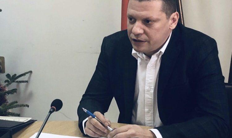 Областният управител на София област Илиан Тодоров със сериозни душевни терзания на кого да се подложи – на Бойко, Златев или Сталийски