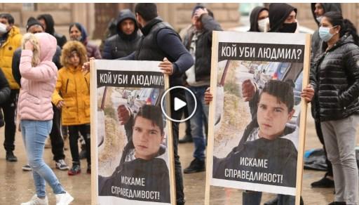 """Протест с """"Мафия. Октавка!"""" на родителите на убитото се проведе пред МС."""