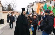 Протест пред дома на Бойко Борисов в Банкя: Мутри, вън!