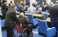 Чисто новата зала на парламента се оказва неподходяща за депутати с увреждания. Новият депутат Павел Савов се закле отзад