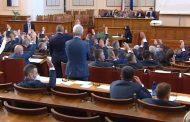 Борбата за мажоритарния вот ще определи дали Слави ще вдигне вълна на недоволство срещу ГЕРБ или Борисов се връща на бял кон