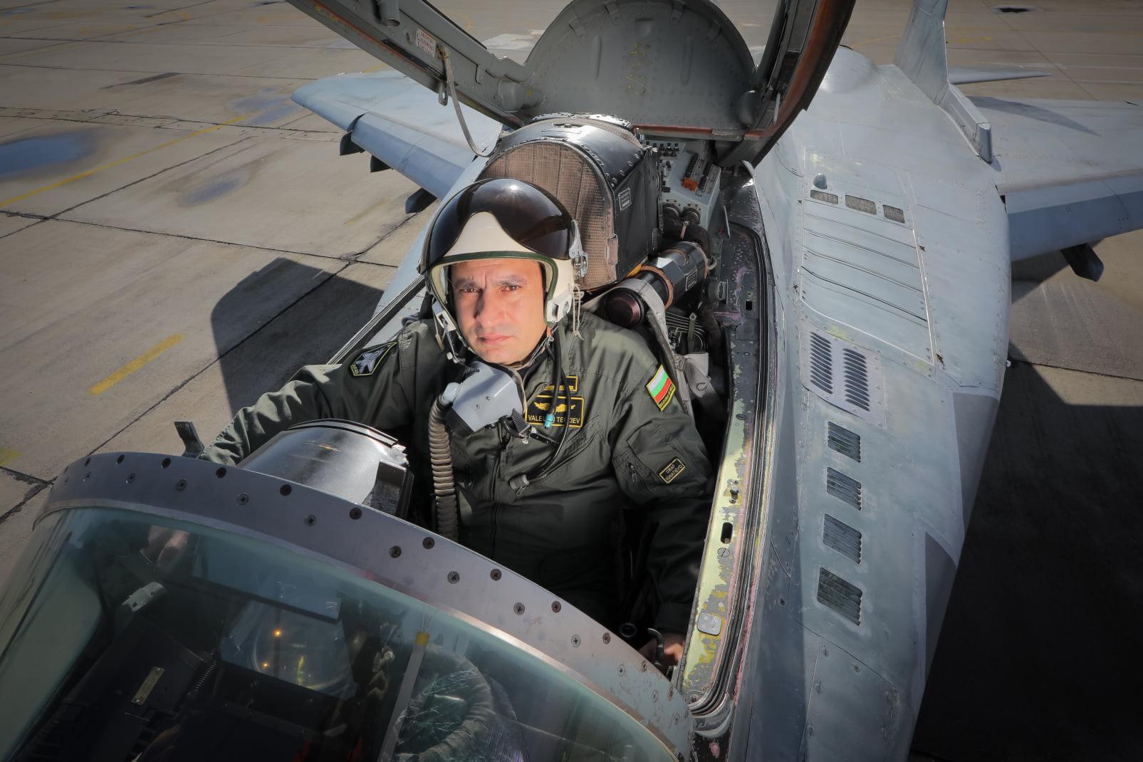 """Колега на загиналия пилот към политиците: """"Вие сте безлични, алчни и безотговорни хора, оперирани от съвест и чест!""""."""