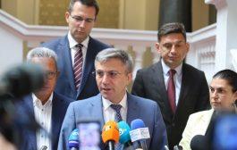 Вероятността да се отиде отново на парламентарни избори се увеличава. ДПС постави условията в открита война с ДБ и президента Радев.