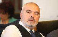 """Маноил Манев във Фейсбук """"захапа"""" Румен Радев и призова Рашков да му връчи предупредителен протокол за купуване на гласове."""